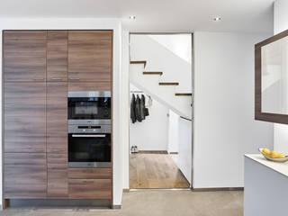 ... und weiß dominiert doch .... - Einfamilienhaus Straelen Klassische Küchen von Architektur I Stadtplanung Verhoeven Klassisch