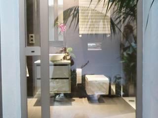 現代浴室設計點子、靈感&圖片 根據 IBAM ARQUITECTURA 現代風