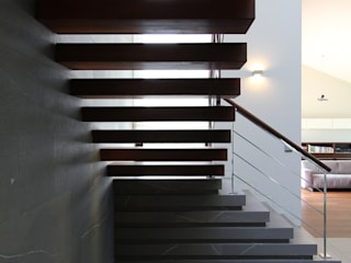 Modern corridor, hallway & stairs by Studio Nomo Modern