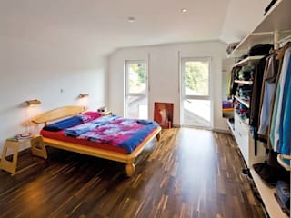 Habitaciones de estilo  por FingerHaus GmbH - Bauunternehmen in Frankenberg (Eder)