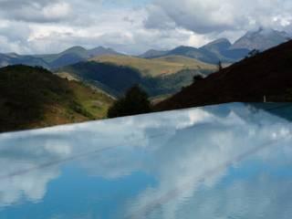 Pool by Ronald Ingber Arquitetura, Minimalist