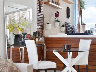 Salones de estilo  de Carolina Mendonça Projetos de Arquitetura e Interiores LTDA