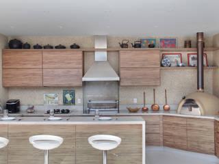 Carolina Mendonça Projetos de Arquitetura e Interiores LTDA Modern terrace
