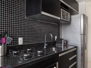Cucina in stile  di Carolina Mendonça Projetos de Arquitetura e Interiores LTDA, Moderno