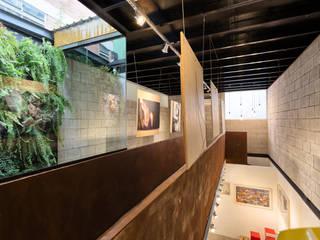 Espaço Conceito New Creators Centros de exposições rústicos por Motirõ Arquitetos Rústico