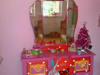Bijzondere meubels naar wens beschilderd, voor zowel jong en oud. van Happykidsart Rustiek & Brocante