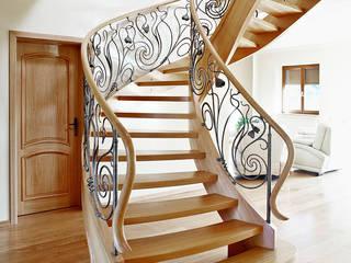ST470 Schody klasyczne dębowe z ręcznie kutą stalową balustradą / ST470 Classical Stairs with hand-wrought steel balustrades Trąbczyński Koridor & Tangga Klasik
