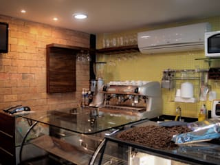 Rustic style gastronomy by Milla Holtz & Bruno Sgrillo Arquitetura Rustic
