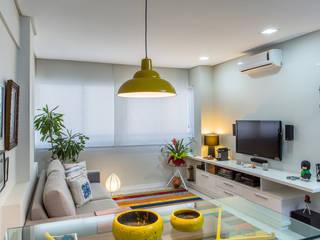 Sala estar e jantar: Salas de estar  por Milla Holtz Arquitetura
