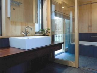 Ванная комната в эклектичном стиле от ATELIER A+A Эклектичный