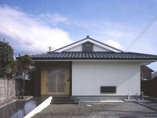 入母屋の屋根: 志賀建築設計室が手掛けた家です。