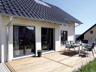 FingerHaus GmbH - Bauunternehmen in Frankenberg (Eder) Balcones y terrazas de estilo moderno