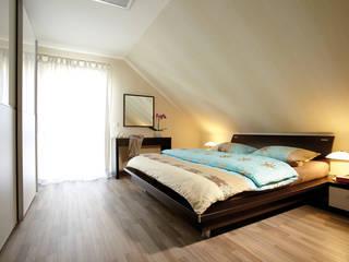 Modern style bedroom by FingerHaus GmbH - Bauunternehmen in Frankenberg (Eder) Modern