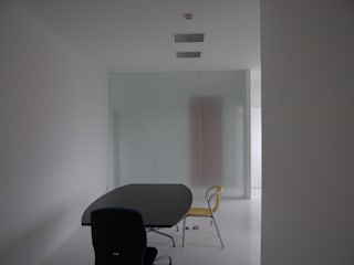 N-Office(Meeting apace): 岩成尚建築事務所が手掛けたオフィスビルです。