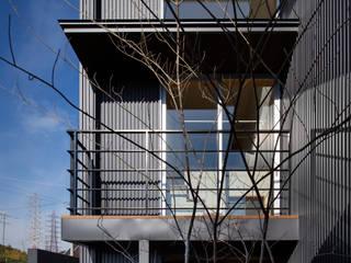 家族をつなぐスキップフロアの家 モダンな庭 の 小田達郎建築設計室 モダン