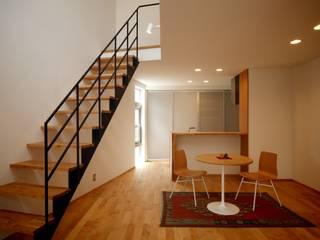 門田屋敷ハウス: FOMES designが手掛けたリビングです。