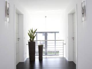 Modern Koridor, Hol & Merdivenler FingerHaus GmbH - Bauunternehmen in Frankenberg (Eder) Modern