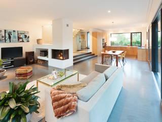 Modern dining room by von Mann Architektur GmbH Modern