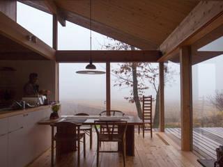 Modern dining room by 松原正明建築設計室 Modern