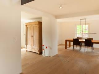 von Mann Architektur GmbH:  tarz Koridor ve Hol