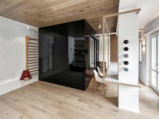 CUBE HOUSE: Soggiorno in stile in stile Minimalista di Mohamed Keilani Architect