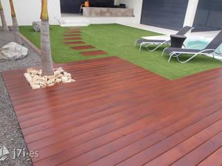 2. Desde el extremo del solarium: Jardines de estilo minimalista de Jardineria 7 islas