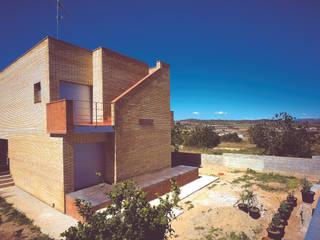 Fachada a jardín : Casas de estilo  de AGUA_architects