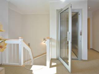 乡村风格的走廊,走廊和楼梯 根據 Danhaus GmbH 鄉村風
