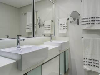Banheiro Casal: Banheiros  por Milla Holtz Arquitetura