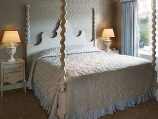 Camera da letto:  in stile  di PORTE ITALIA INTERIORS