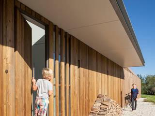 Minimalist house by Équipe architectuur en urbanisme Minimalist