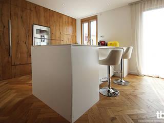 Sanierung eines Einfamilienhauses Moderne Küchen von tbia - Thomas Bieber InnenArchitekten Modern