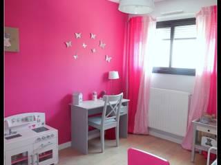 Classic style nursery/kids room by Scènes d'Intérieur Classic