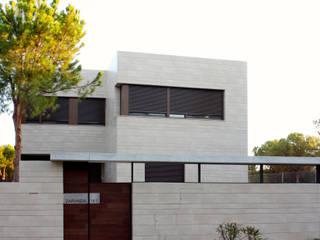Vista Exterior Casa Zaranda: Casas de estilo  de LAR arquitectura