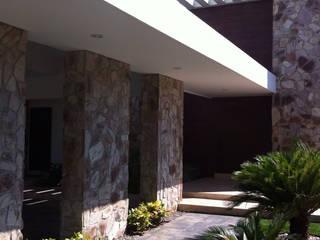 casa 240 Casas modernas de Hussein Garzon arquitectura Moderno