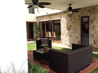 casa 240 Balcones y terrazas modernos de Hussein Garzon arquitectura Moderno