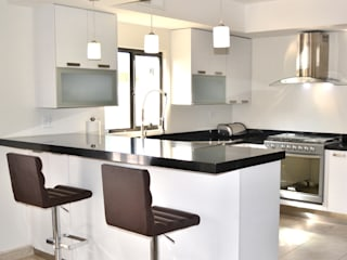 Modern Kitchen by Toren Cocinas Modern