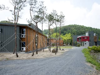 Red School KAWA Design Group Rumah Modern