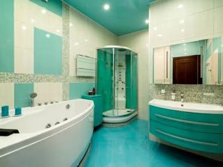 homify BathroomBathtubs & showers