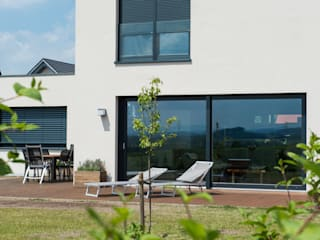 Gartenansicht Detail: moderne Häuser von herbertarchitekten Partnerschaft mbB