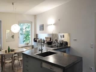 Berlin Apartment Minimalistische Küchen von D/Form Gesellschaft für Architektur + Städtebau mbH Minimalistisch