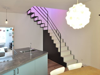 Berlin Apartment Minimalistischer Flur, Diele & Treppenhaus von D/Form Gesellschaft für Architektur + Städtebau mbH Minimalistisch