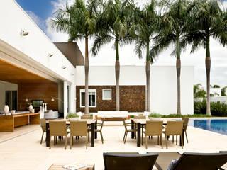 Modern balcony, veranda & terrace by Ana Paula e Sanderson Arquitetura Modern