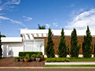 Casas  por Ana Paula e Sanderson Arquitetura