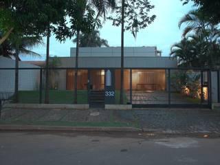 Modern houses by Ana Paula e Sanderson Arquitetura Modern