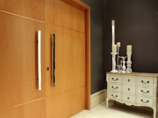 Modern corridor, hallway & stairs by Ana Paula e Sanderson Arquitetura Modern