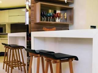 Em clima de veraneio: Cozinhas  por Carol Mendonça Arquitetura