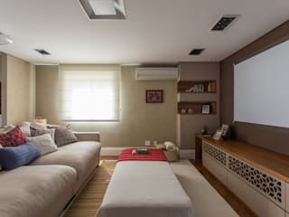 Apartamento Campo Belo 02 Salas multimídia modernas por Karen Pisacane Moderno