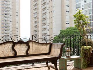 Apartamento Campo Belo 02: Terraços  por Karen Pisacane ,Moderno