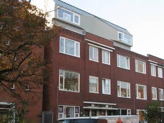 Dubbele dakopbouw: moderne Huizen door Helder & Helder